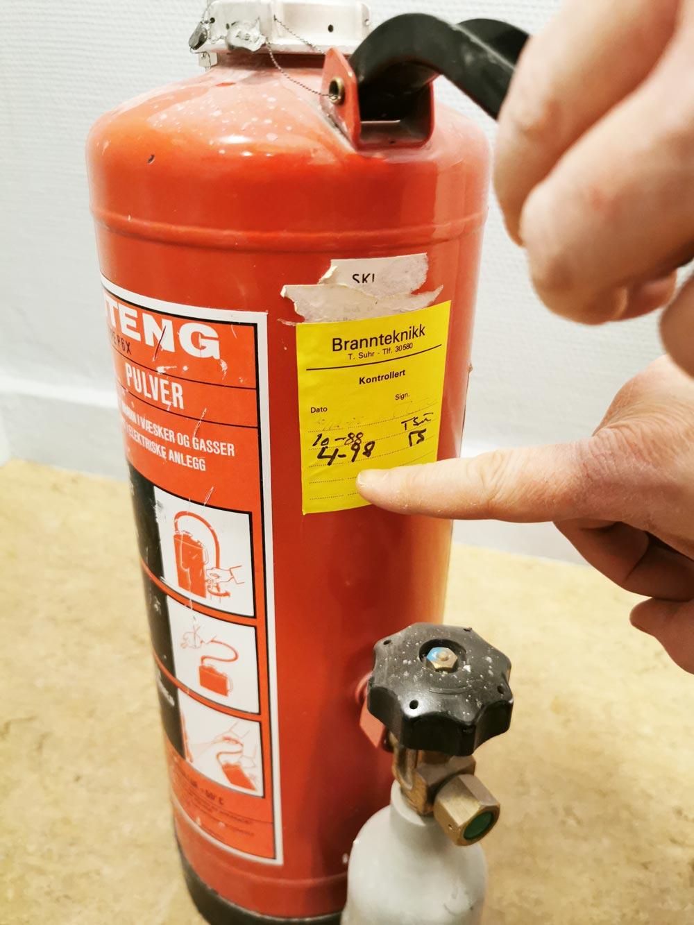 Når det gjelder vedlikehold av pulverapparater anbefaler vi at man følger norsk standard (NS 3910)