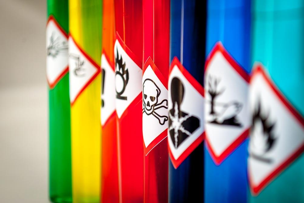 Arbeidsgiver (og enkeltmannsforetak) skal skaffe seg fullstendig oversikt over hvilke kjemikalier som bruker i bedriften, og hvordan kjemikaliene skal håndteres for at arbeidsmiljøet skal være fullt forsvarlig.