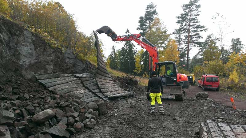 Når en jobber med grunnarbeid er sprengning en del av hverdagen. Foto: Skoppum Grunnarbeid.